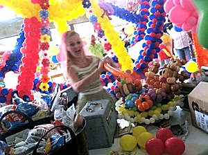 Poppin' Penelope sculpting with balloons, Iowa State Fair 2013