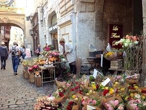 Fleuriste dans la rue du Gros-Horloge, Rouen