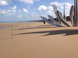 Sculpture on Omaha Beach honoring courage of soldiers in WW II